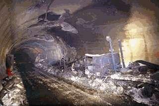 Tunnel du Mont Blanc entre la France et l'Italie. Le 24 mars 1999, un feu s'est déclaré dans un camion transportant de la margarine, produisant des températures atteignant 1000°C. 35 personnes ont péri dans l'incendie. © AP/PTI
