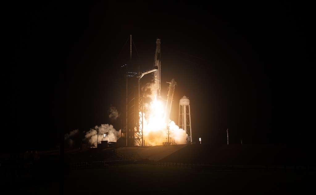 Lancement de la capsule Resilience avec à son bord les quatre astronautes de Crew-1. © Nasa, Aubrey Gemignani