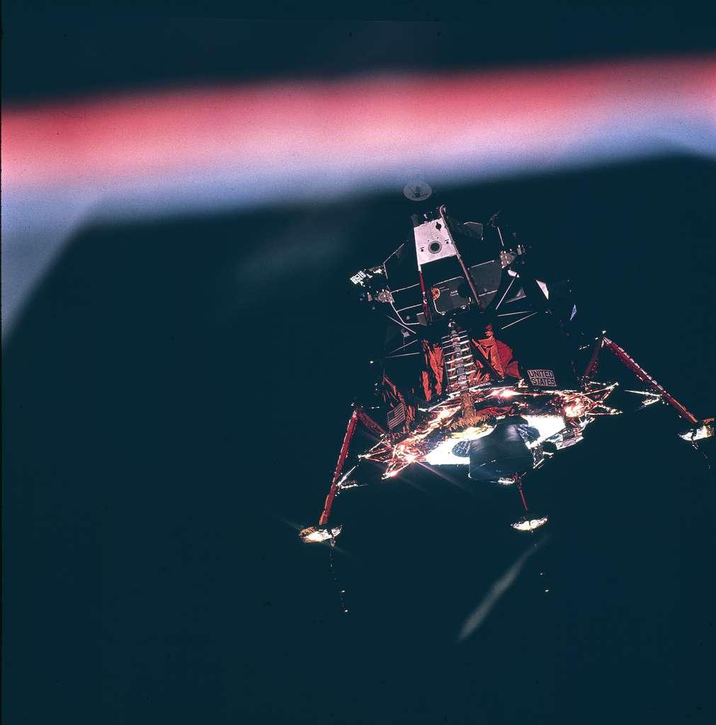 Le LM se sépare d'Apollo : en route vers la base de la Tranquillité !