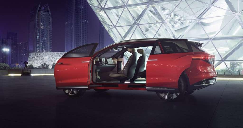 Le système d'ouverture à portières coulissantes antagonistes du Volkswagen ID. RoomZZ est assez spectaculaire. © Volkswagen