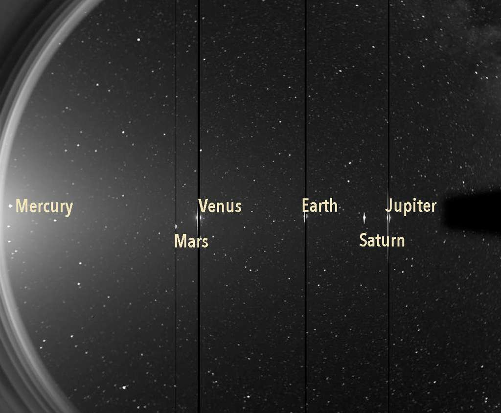 Cette image provient de l'un des imageurs héliosphériques de Stereo. Il vise l'atmosphère extérieure du Soleil, la couronne et le vent solaire. Les colonnes sombres de l'image sont liées à la saturation du détecteur de l'instrument, causée par la luminosité des planètes combinée au long temps d'exposition. © Nasa, STEREO, HI