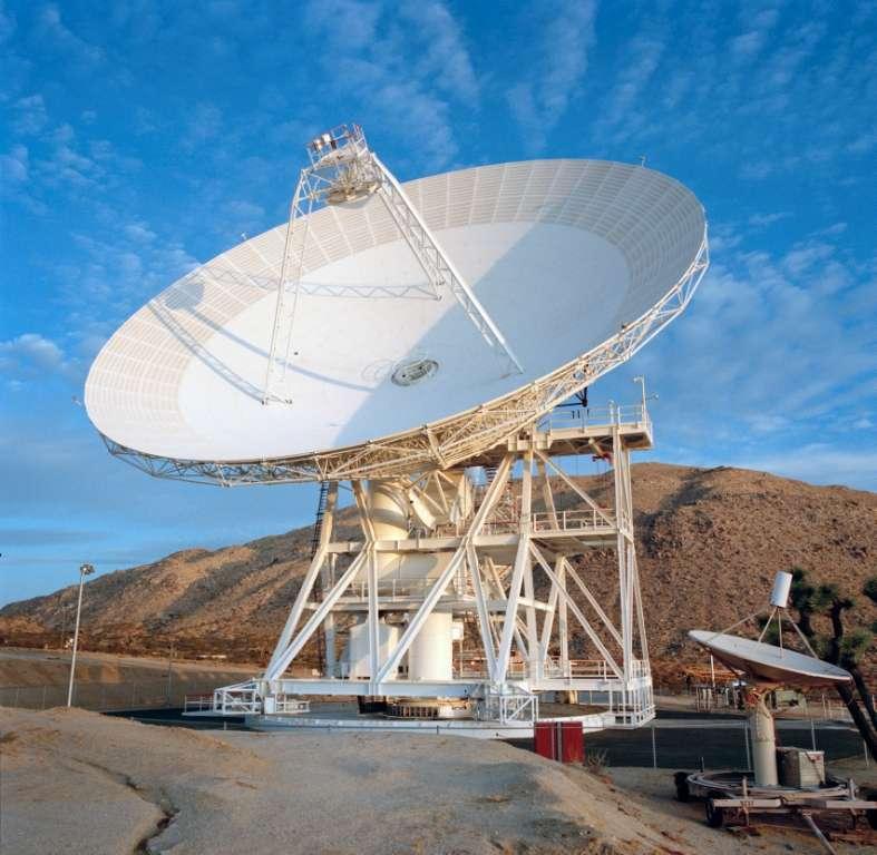 L'antenne DSS-13, à Goldstone, dans le désert de Mojave, en Californie, enverra un signal radar vers l'astéroïde, le 31 octobre, pour en réaliser une image. © GDSCC