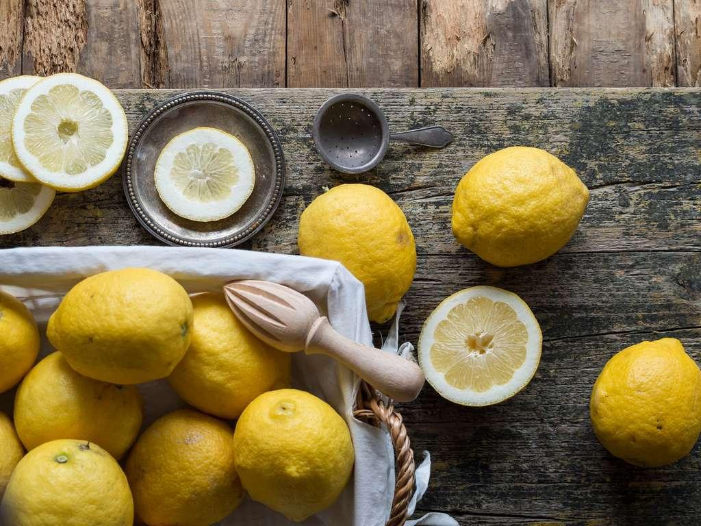 Le citron est un fruit gorgé de vitamine C. © Addictive Stock, Fotolia