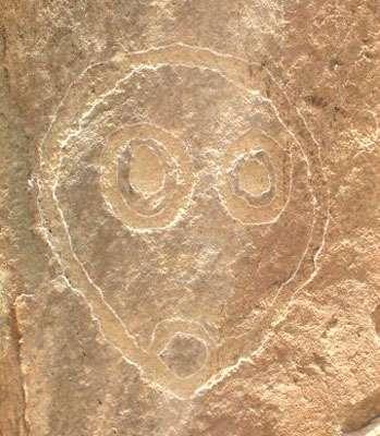 Art rupestre : visage humain. © DR