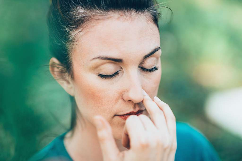 La respiration alternée est l'une des techniques de base du yoga. © Microgen, Fotolia