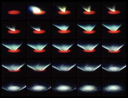 Images montrant l'évolution de la vapeur et des éjectas lors d'une collision à grande vitesse (Crédits : P. H. Schultz, Brown University and AVGR)