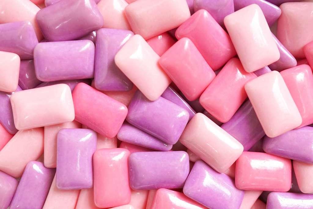 Le maltitol est un édulcorant qui prévient la déminéralisation des dents et les caries. Il est donc fréquemment utilisé dans les gommes et bonbons allégés. © enchanted_fairy - Fotolia.com