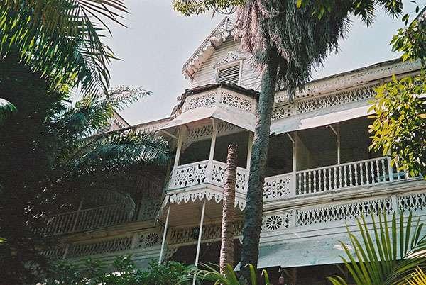 L'hôtel Oloffson à l'architecture en bois décoré. © Ketounette, Wikimedia commons, CC 3.0