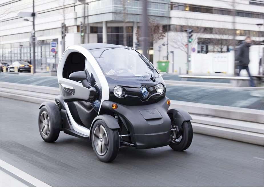 Avec sa forme futuriste, la Twizy étonnera sûrement les passants. Son autonomie est de 80 à 100 km. La vitesse est limitée à 45 km/h, pour des raisons réglementaires. Ses utilisateurs de Saint-Quentin-en-Yvelines ne se soucieront pas de la recharge. © Renault