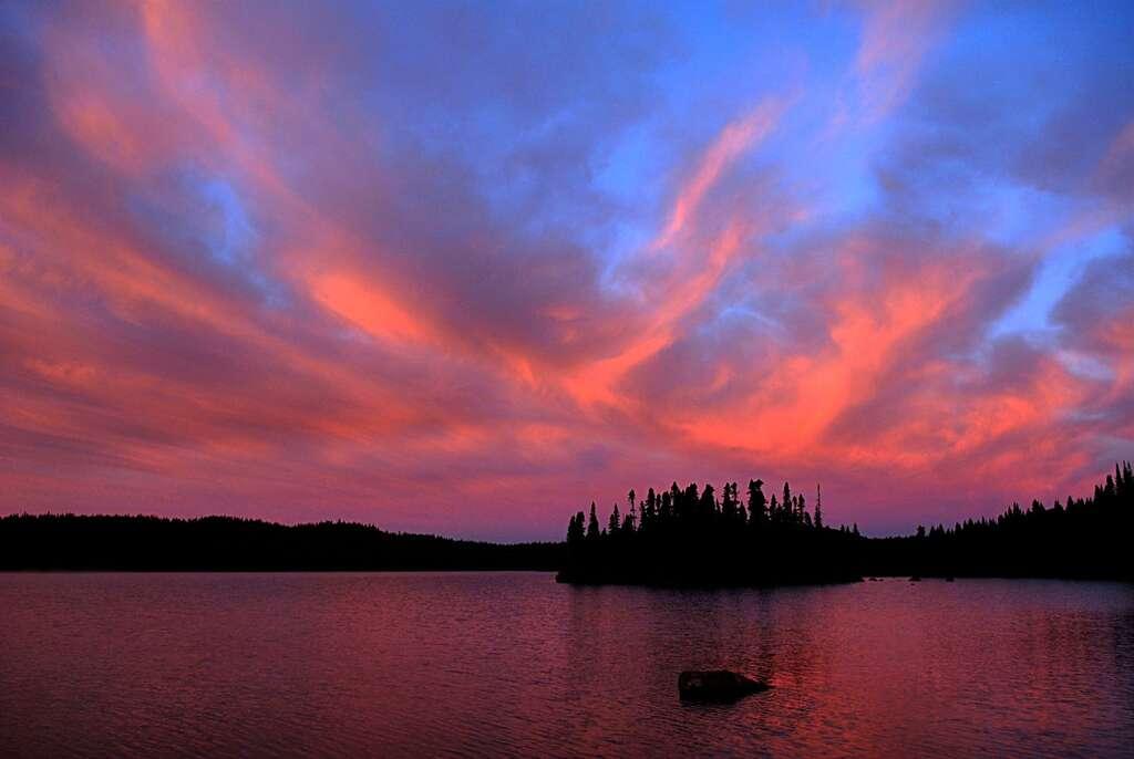 Le lac Mush prend des teintes rosées