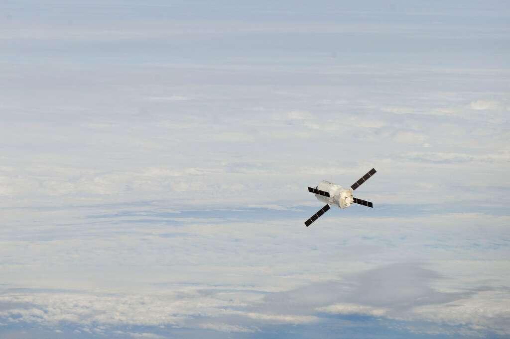 Un ATV en phase finale d'approche de la Station spatiale internationale (ISS). © Nasa