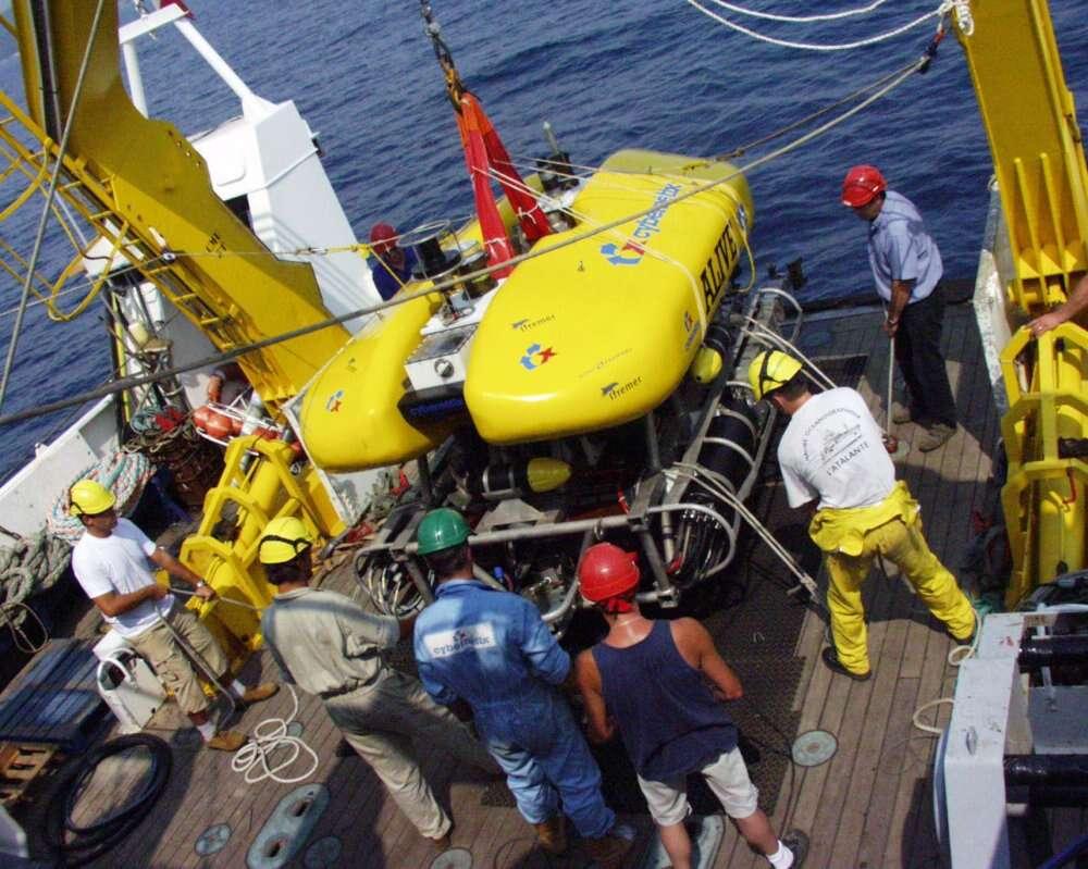 L'AUV Alive, expérimental, est plus autonome que ses prédécesseurs. Il peut par exemple intervenir seul sur une tête de puits de pétrole pour manœuvrer une vanne. © Ifremer