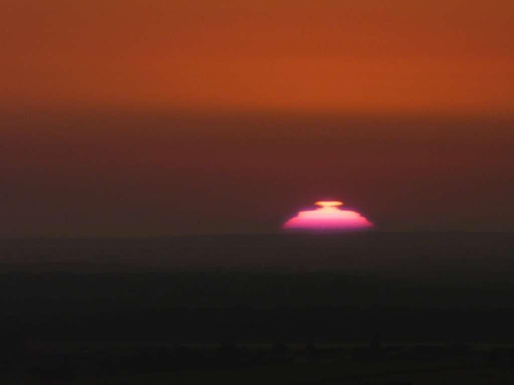 Exemple de mirage au lever du soleil. © J.-B. Feldmann