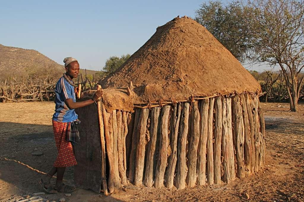 Habitat traditionnel des Himbas