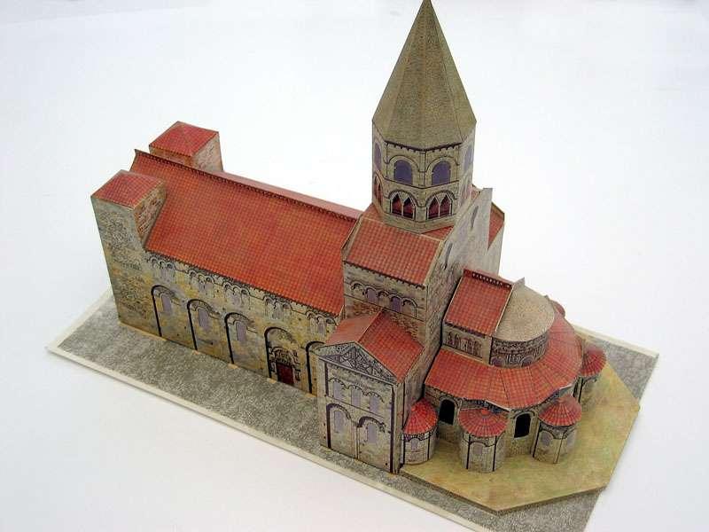 Cette maquette en carton à assembler représentant la cathédrale de Clermont-Ferrand est un exemple de cadeau écologique. © Pantoine, Wikimedia Commons, CC by-sa 3.0