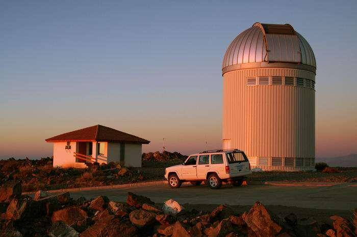 Le télescope polonais de 1,3 mètre à l'Observatoire de Las Campanas, au Chili, utilisé par Ogle. © Krzysztof Ulaczyk, CC by-sa 2.5.