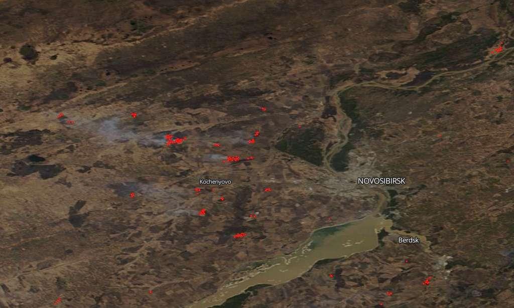 Les satellites de la Nasa sont régulièrement les premiers à détecter les incendies de forêt dans les régions isolées. Ici, ceux qui ravagent la Sibérie depuis plusieurs jours maintenant. Une image qui date du 27 avril 2020. © Nasa