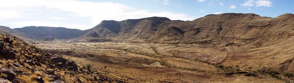 Vue panoramique de la plaine intérieure du Brukkaros. © Damien du Toit, Flickr CC by 2.0