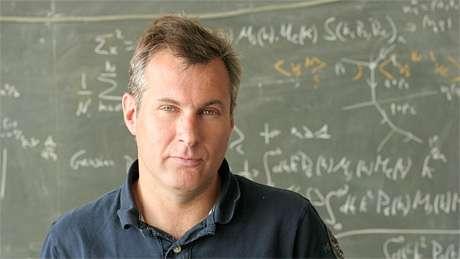 Romain teyssier est professeur d'astrophysique computationnelle à l'Université de Zurich. Il travaille sur des simulations des structures cosmiques à l'aide de superordinateurs, afin de comprendre l'origine d'objets astrophysiques tels que les étoiles (comme notre Soleil) et les galaxies (comme notre Voie Lactée). Il modélise également l'évolution de l'Univers tout entier dans le cadre de la mission Euclid. © Theo von Daeniken, University of Zurich