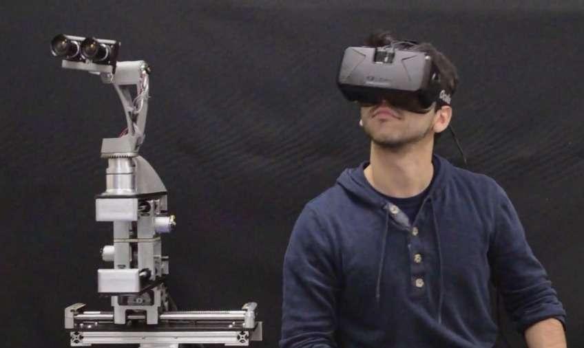 La tête du robot, dans laquelle sont situées les caméras vidéo, restitue avec fidélité les six degrés de liberté de la tête de la personne qui le contrôle via le casque de réalité virtuelle. © Dora Platform, University of Pennsylvania, Vimeo