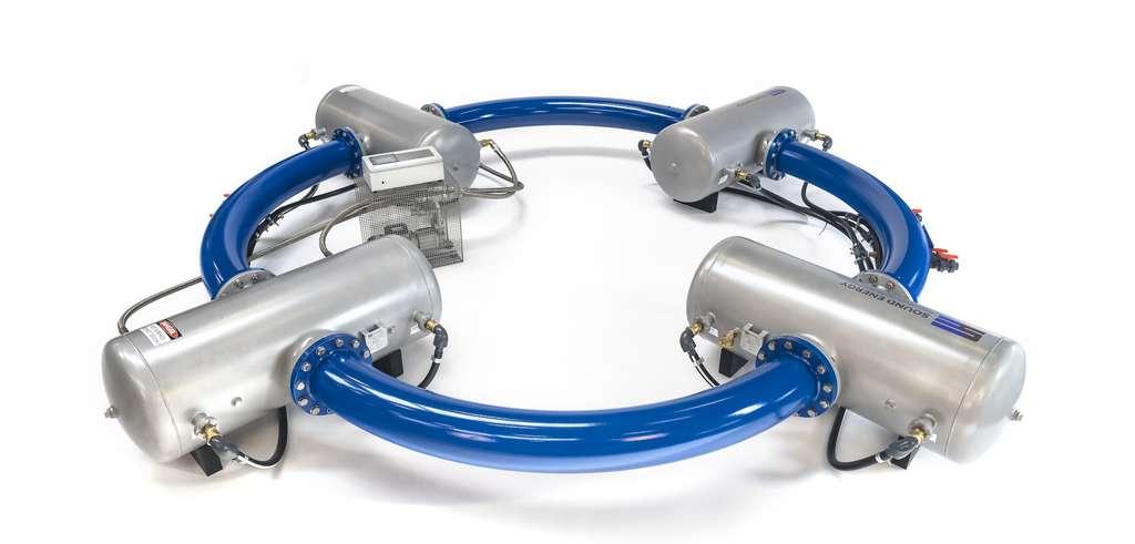 Le système est composé de quatre réservoirs reliés par un tube dans lequel circulent et sont amplifiées les ondes sonores, générées par la chaleur récupérée. © SoundEnergy