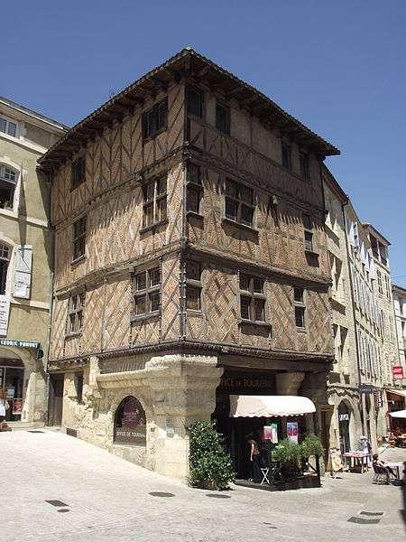 L'office du tourisme d'Auch est installé dans une maison à encorbellements du XVe siècle. © Florent Pécassou, GNU 1.2