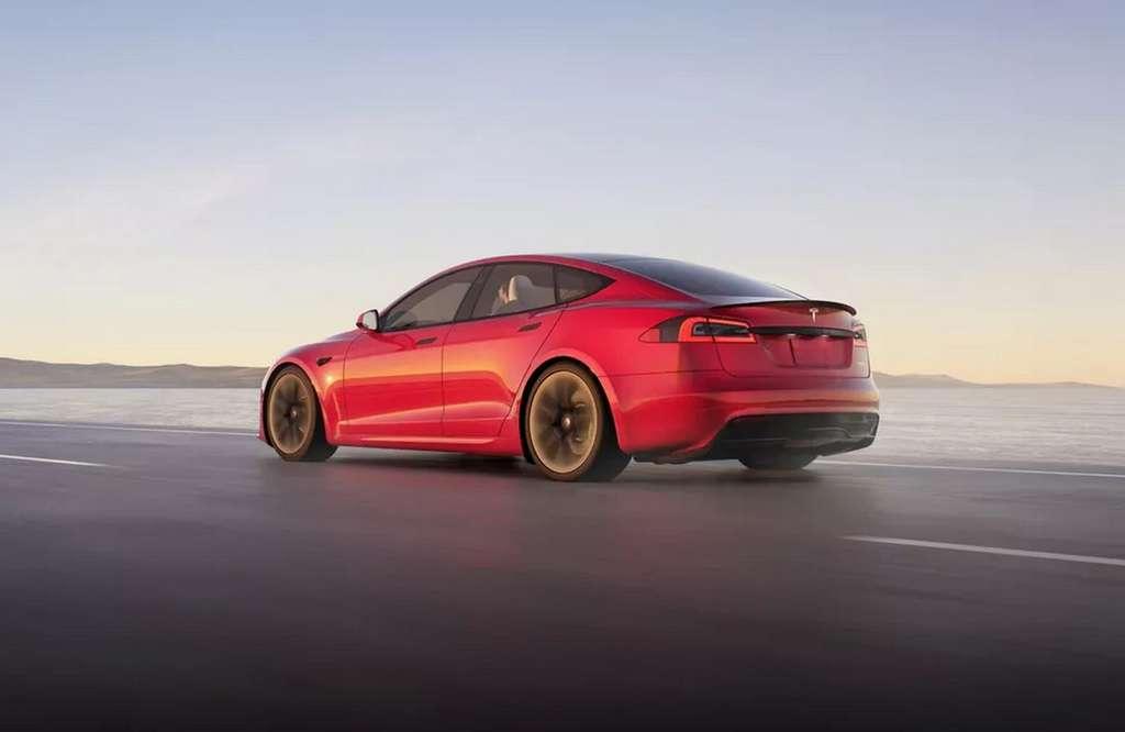 Comme sur le Model Y, les garnitures de la Tesla Model S 2021 sont noires et non plus chromées. © Tesla