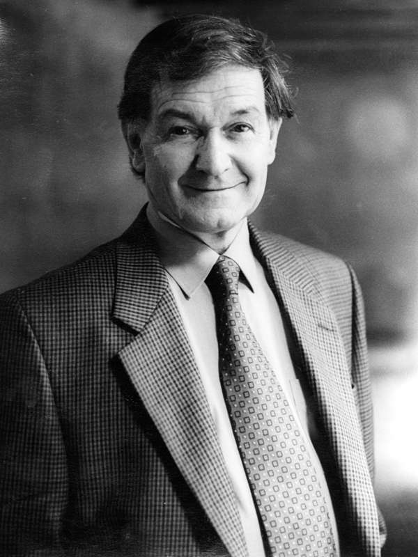 Sir Roger Penrose, le grand mathématicien et physicien théoricien. © Jerry Bauer-Wikipédia