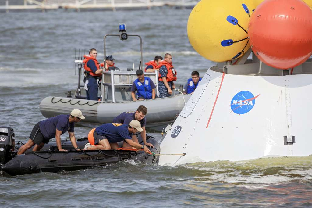 Opérations de récupération de la capsule d'essai d'Orion. © Nasa