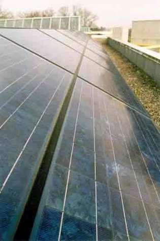Panneaux solaire composé de cellules photovoltaïques. © http://www.a-e.ch