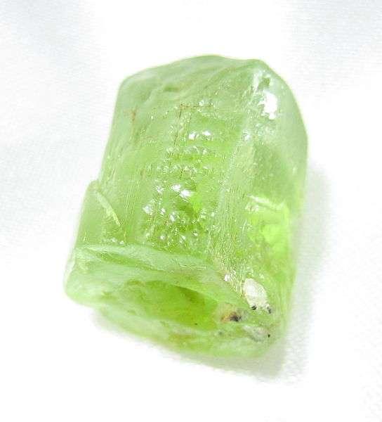 L'olivine tient son nom de sa couleur olive. Les Pseudonomas sp. HerB sont capables de s'en nourrir. © Azuncha, Wikipedia, cc by sa 3.0