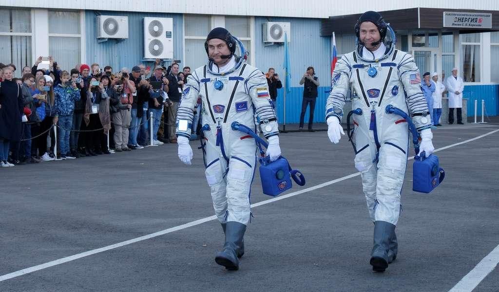 Alexey Ovchinin, à gauche, et Nick Hague, à droite, sont partis à bord de Soyouz mais une anomalie a précipité leur retour. © Victor Zelentsov, NASA