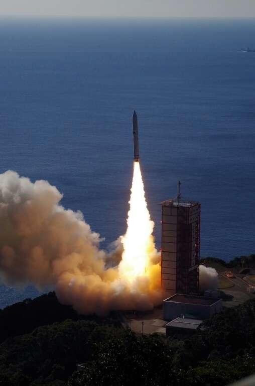 La fusée japonaise Epsilon-4 décolle de son pas de tir le 18 janvier 2019 avec à son bord un satellite chargé de créer une pluie artificielle de météorites pour un spectacle spatial inedit. © Jiji Press, AFP