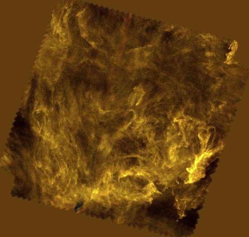 Le réseau de filaments interstellaires dans la nébuleuse de poussières de l'étoile polaire (un cirrus galactique) observé par l'Observatoire spatial Herschel de l'Esa à des longueurs d'onde dans l'infrarouge de 250, 350 et 500 microns. Ces filaments ne possèdent pas encore d'étoiles en formation. © Esa/Herschel/SPIRE/Ph. André (CEA Saclay)