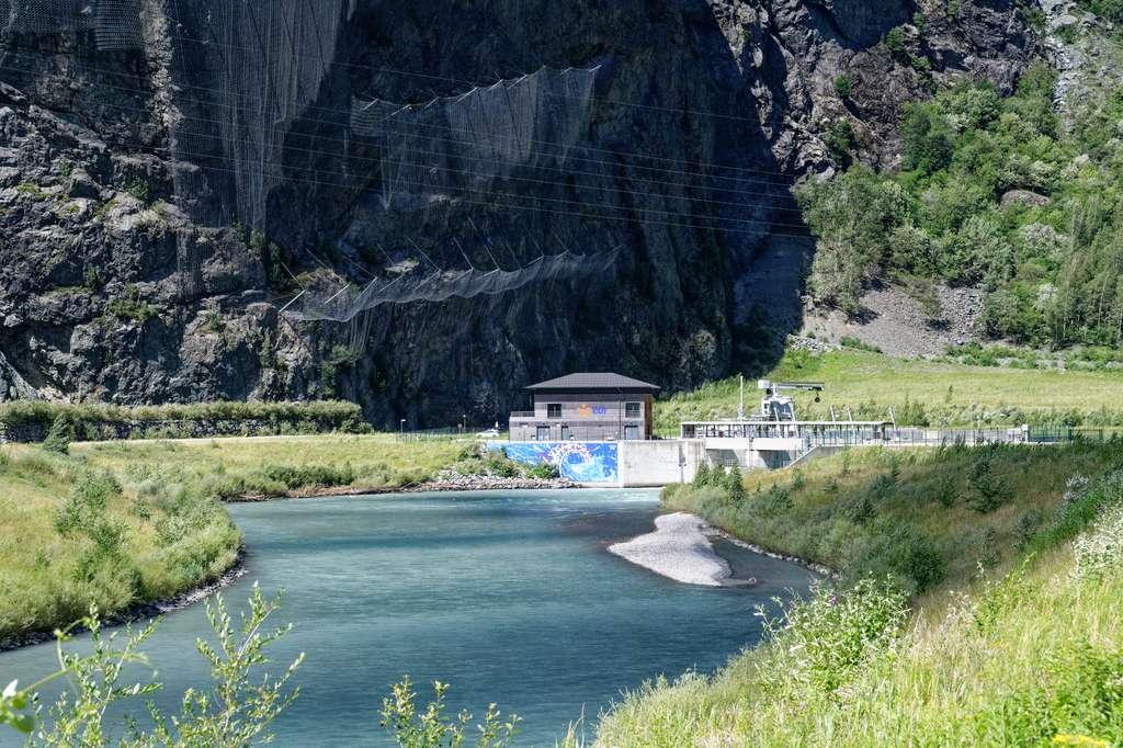 La centrale hydroélectrique EDF s'inscrit harmonieusement dans le paysage de la basse vallée de la Romanche. © Christophe Huret, EDF