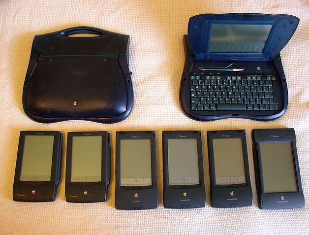 Les différentes générations d'Apple MessagePad sorties dans les années 1990. Le modèle de la tablette tactile a ensuite été abandonné par Apple jusqu'à l'introduction de l'iPad en 2010. © Christopher W., Creative Commons