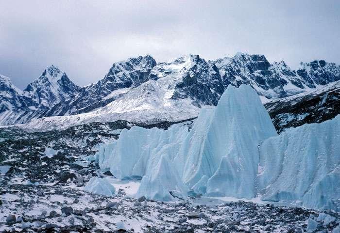 Le glacier du Khumbu, dans l'Himalaya