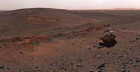 Reconstituée d'après les images transmises de la sonde, cette vue synthétique représente Spirit lors de l'ascension de la colline Husband en 2005. Elle se trouvait alors en pleine possession de ses moyens... Crédit Nasa/JPL