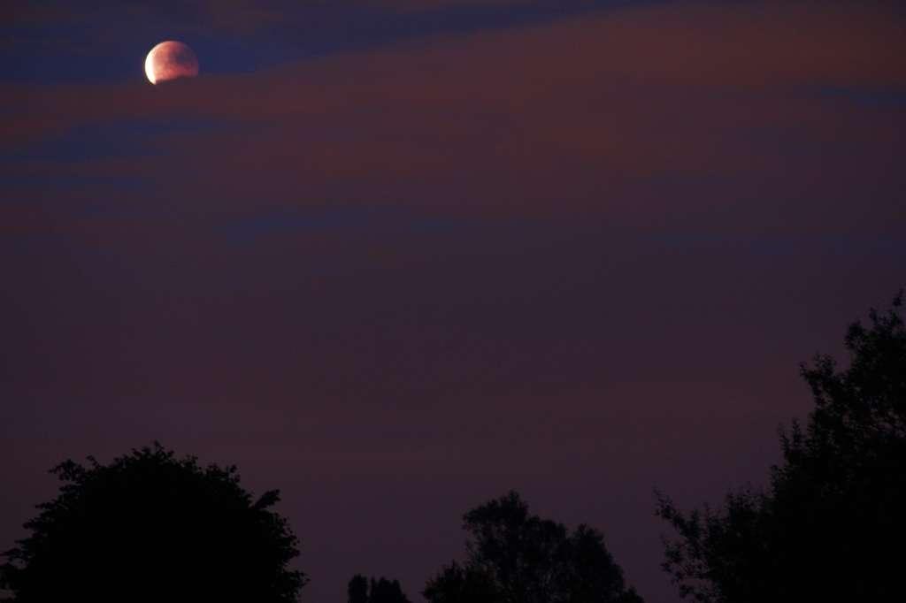 Une Lune...éclipsée par les nuages. © Sylvain62
