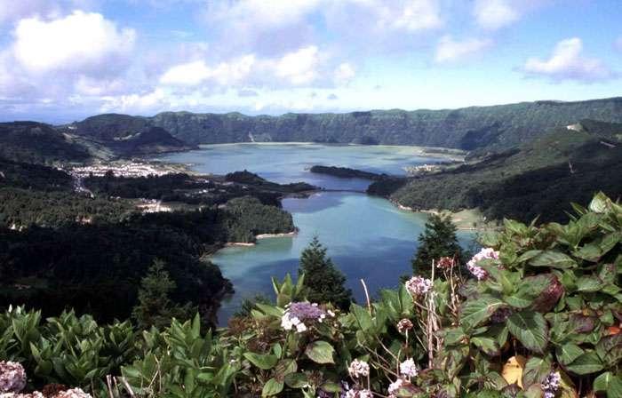 La caldeira du volcan Sete Cidades, sur l'île de São Miguel, aux Açores
