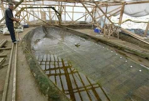 L'un des navires ayant coulé dans le port byzantin de Théodose (Courtesy of AP)