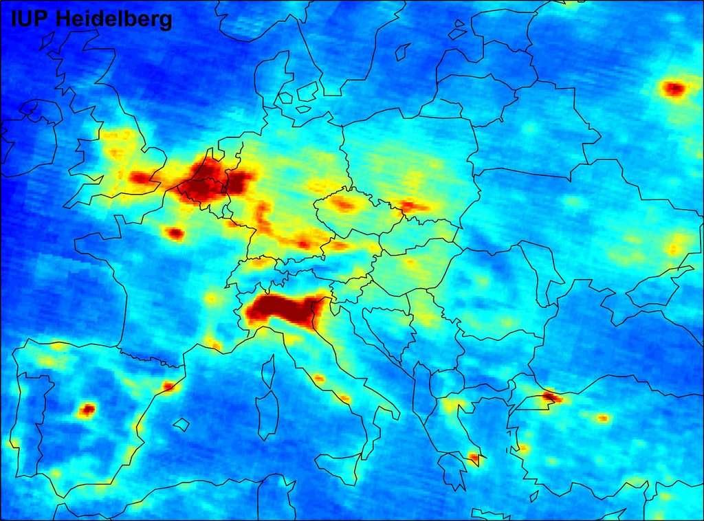 Les concentrations de dioxyde d'azote sur l'Europe relevées par le satellite européen Envisat entre janvier 2003 et juin 2004. © Esa/ University of Heidelberg
