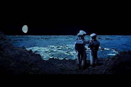 Cliquer pour agrandir. La base lunaire de 2001, l'odyssée de l'espace se trouve dans le cratère Clavius. Crédit : www.ee.ryerson.ca