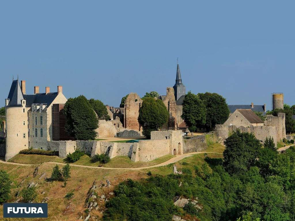 Les plus beaux villages de France : la cité médiévale de Sainte-Suzanne