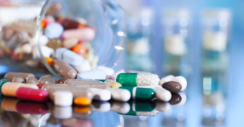 Antibiotiques, zinc, hormones... Les médicaments contre l'acné sont nombreux. © Motorolka, Shutterstock