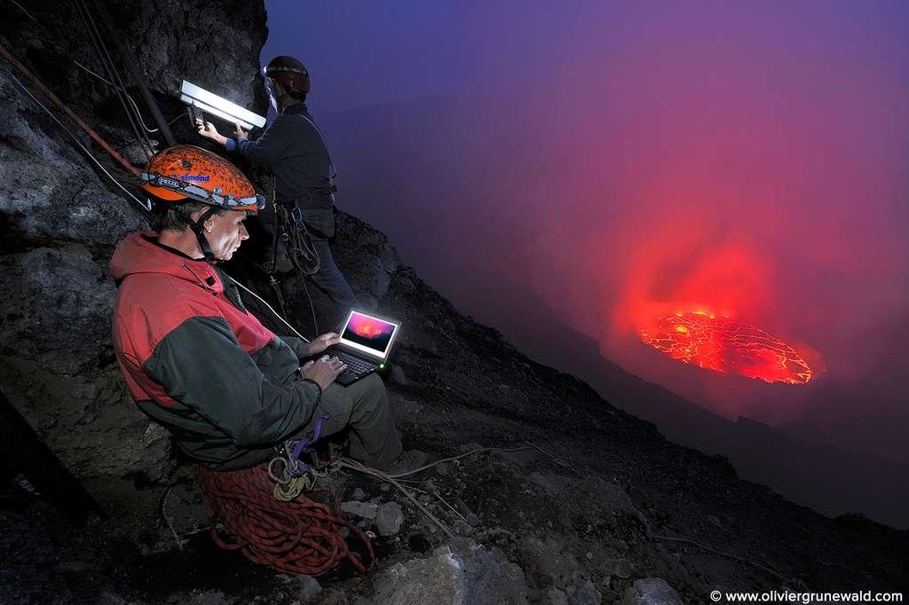 Le lac de lave du Nyiragongo sous l'œil d'une webcam