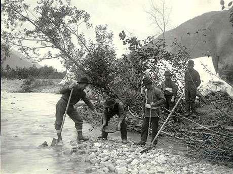 Prospecteurs en Alaska environ de 1900.