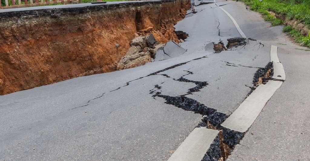 Grâce à un bouclier antisismique à base de métamatériaux et de cavités creusées dans le sol, des chercheurs européens espèrent limiter à l'avenir, les dégâts causés par les tremblements de terre à nos infrastructures. © Jianghaistudio, Shutterstock