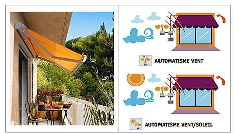 Coffre compact de faible encombrement pour balcons et terrasses. Dimensions de toile l. 4,80 x P. 2,50 m. Capacité d'inclinaison jusqu'à 85°. Commande manuelle ou électrique. © Storistes de France