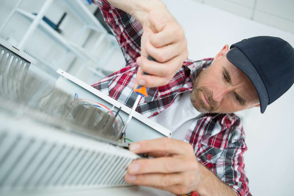 Avant d'installer un radiateur électrique, déterminez son bon emplacement. © auremar, Adobe Stock